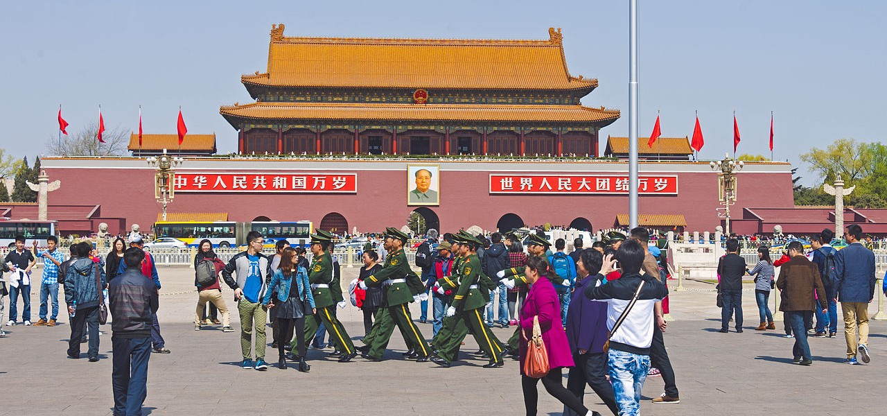 Soliders_marching_through_crowd_at_north_end_of_Tiananmen_Square