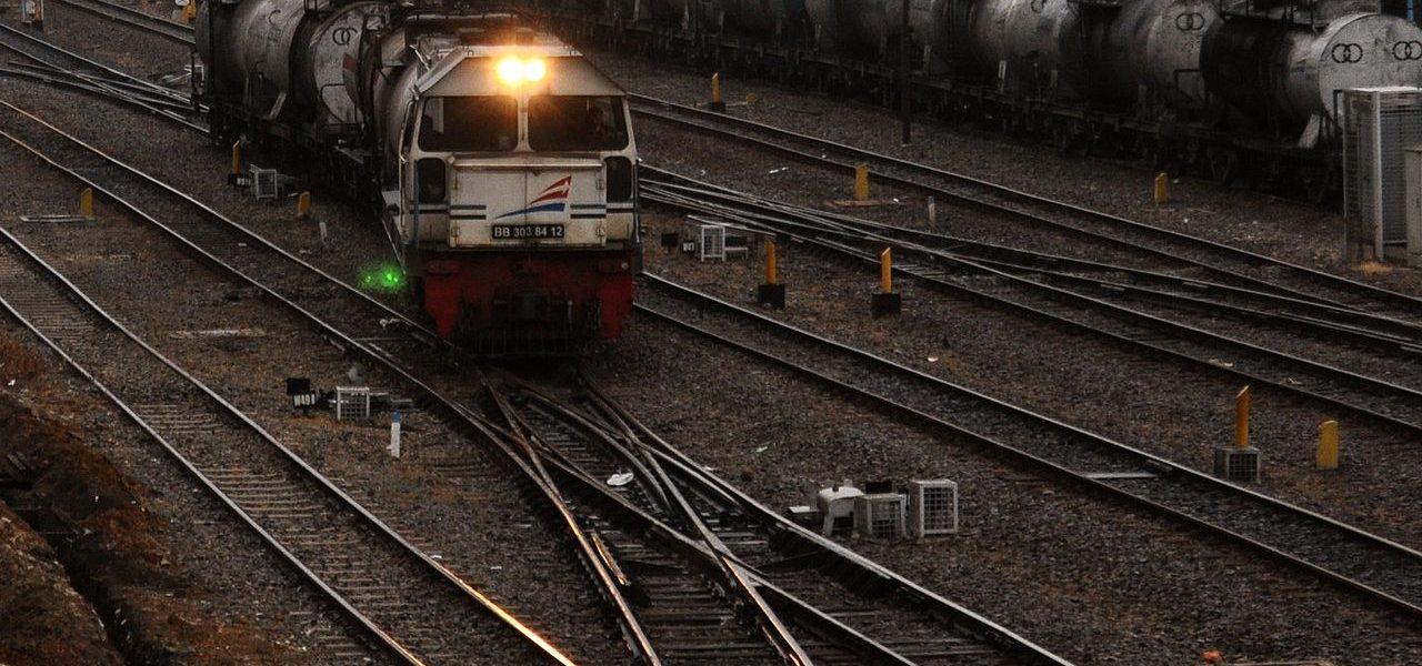 1280px-id_diesel_loco_bb_303-84-12_120920-0145_mdn